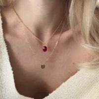 Collier pierre rouge medaille