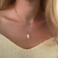 collier dent blanche en pierre naturelle
