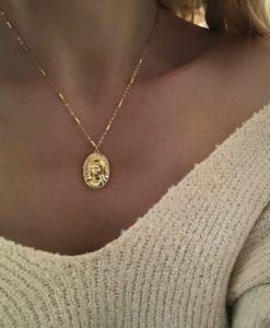 collier original avec medaille